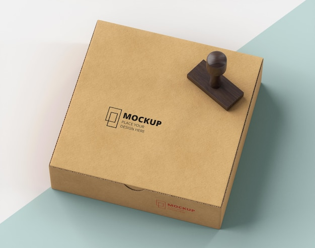 Расположение штампа и коробки с надписью