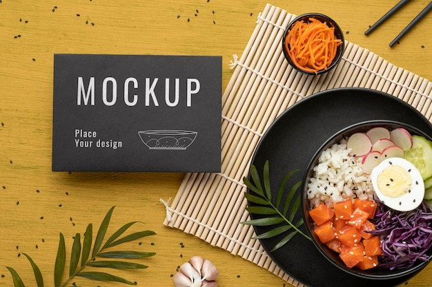 Disposizione di poke bowls con carta mock-up