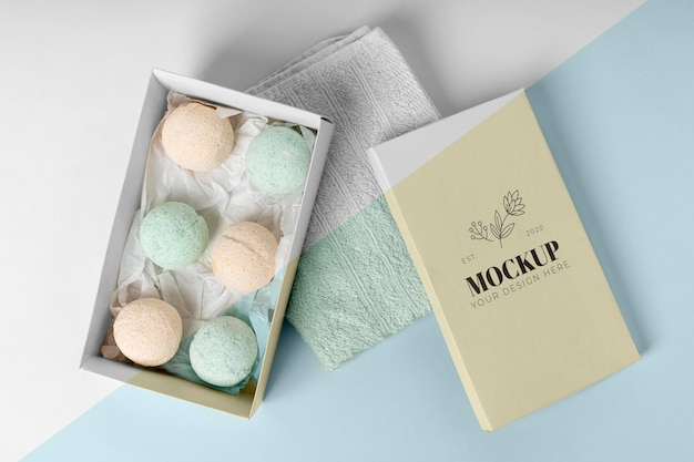 Arrangement with bath bombs above view