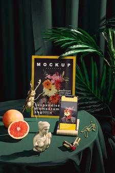 Arrangement with magazine and smartphone