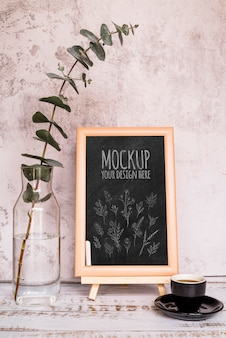 Arrangement with plant and blackboard