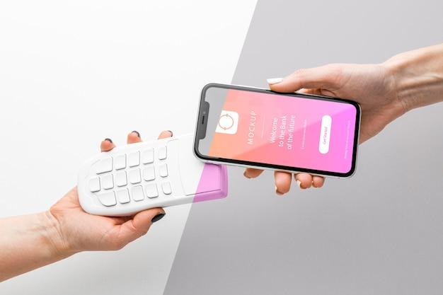 Комплектация с макетом платежного приложения для смартфона