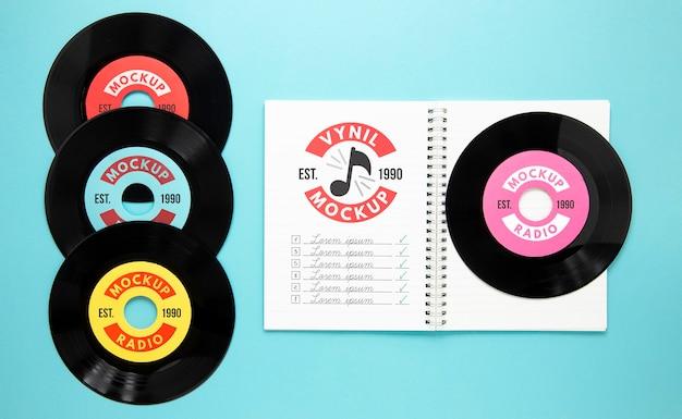 비닐 레코드 목업으로 배열