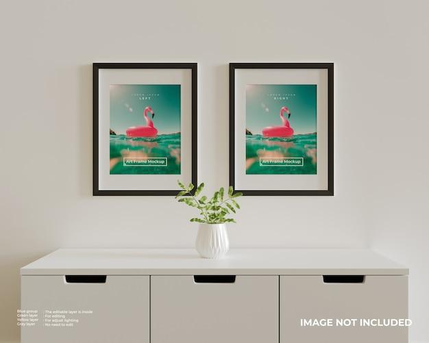 흰색 찬장 위에 아트 프레임 포스터 모형