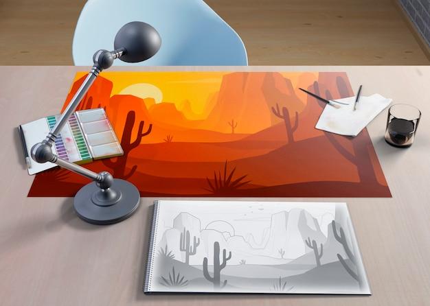 机の上の紙のシートに芸術的な図面