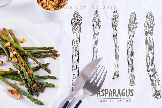 Жареная на оливковом масле спаржа с измельченными грецкими орехами и соусом на белой тарелке вегетарианская еда
