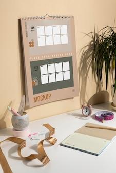 Набор макетов настенного календаря в помещении