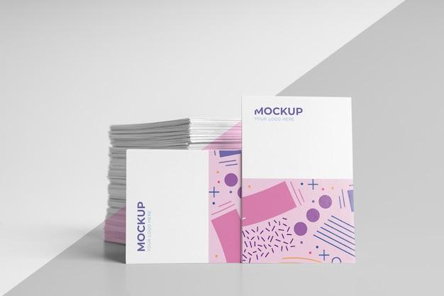 Assortimento di biglietti da visita modello mock-up