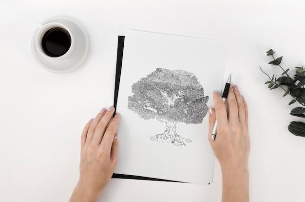 Assortimento con carta mock-up su sfondo bianco