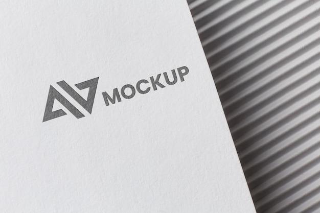회사 브랜딩 카드 모형을 사용한 구색
