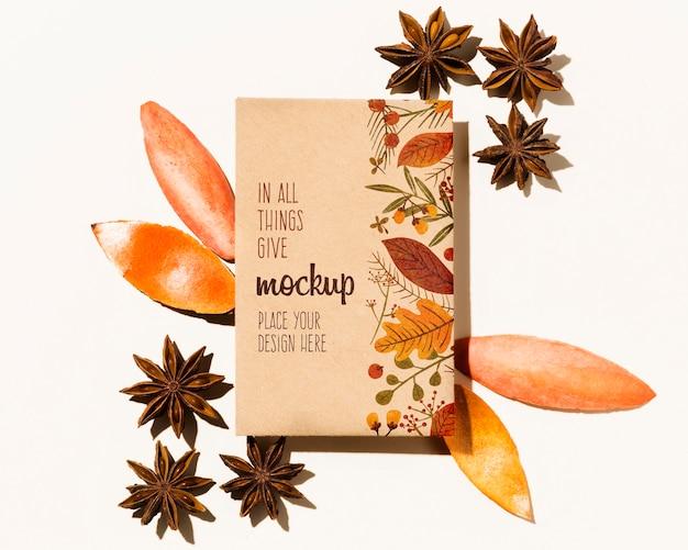Осенний макет с цветами и листьями