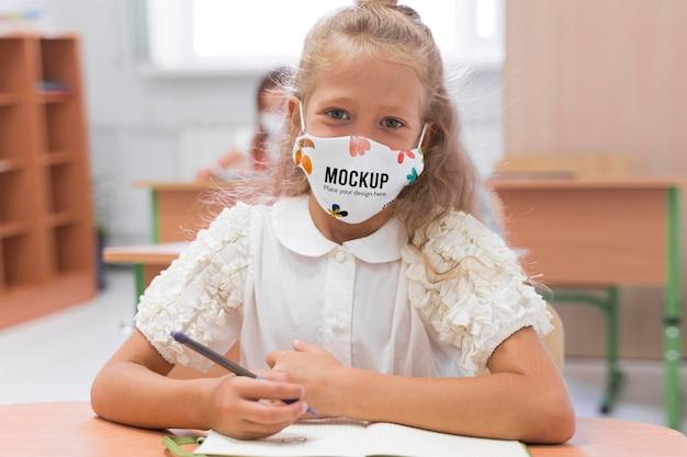 Ritorno a scuola e mock-up del concetto di covid