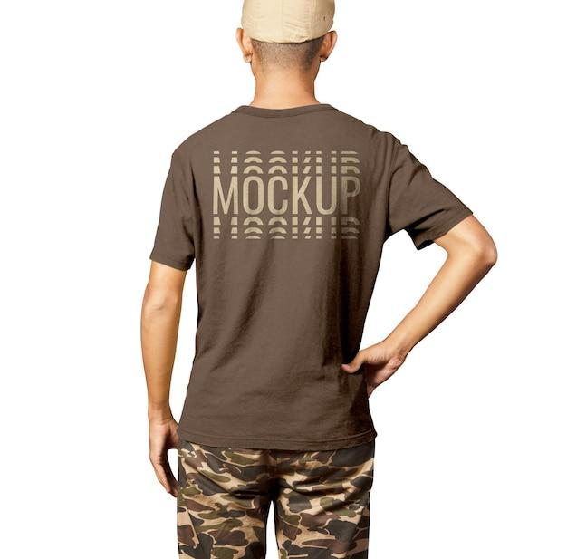 リアルなバックシャツの男のモックアップ