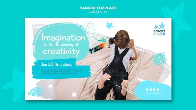 楽しんでいる創造的な子供のためのバナーテンプレート