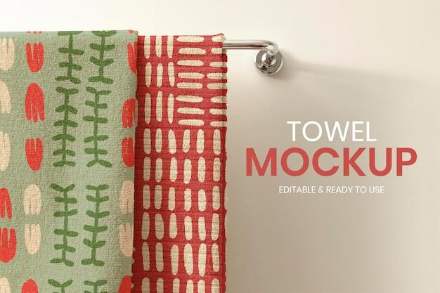 Asciugamano da bagno mockup psd, appeso su un rack, decorazioni per la casa