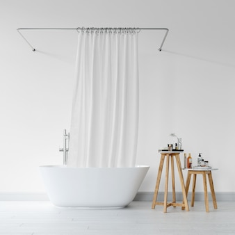 Vasca da bagno con tenda e sgabello con prodotti per l'igiene