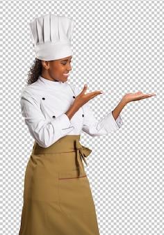 透明な空間にブラジル料理の美しい女性シェフ