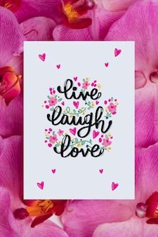 カード上の肯定的なメッセージと美しい花