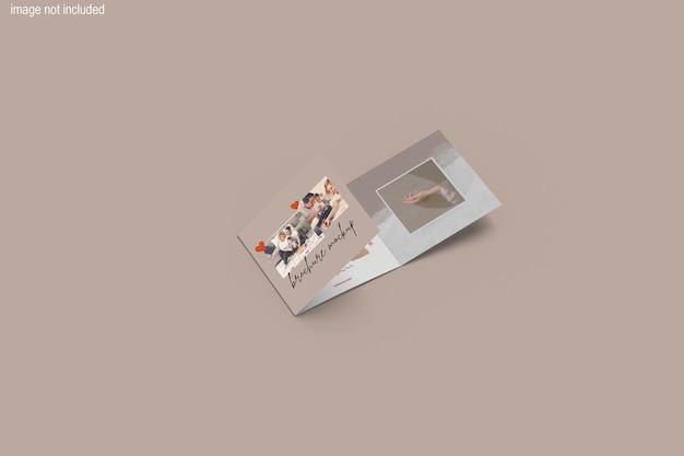 美しい三つ折りスクエアマガジンモックアップデザイン