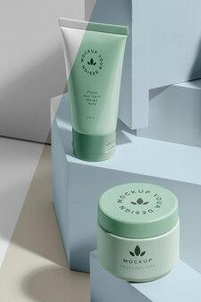 Composizione di cosmetici mock-up del marchio di bellezza