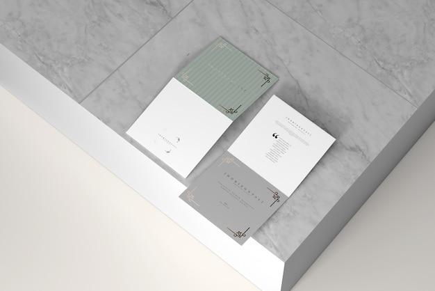 二つ折り正方形水平パンフレットモックアップ