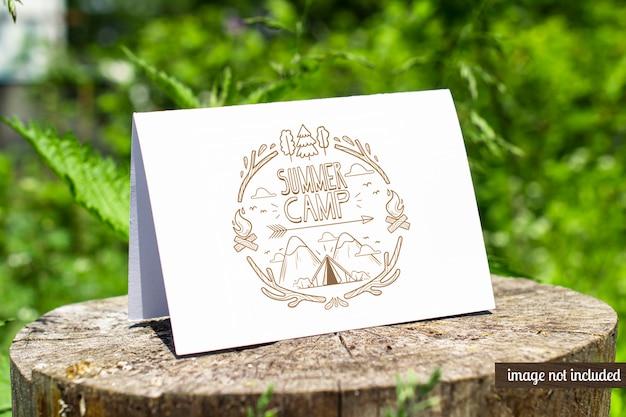 Брошюра bifold card о пне на открытом воздухе макет