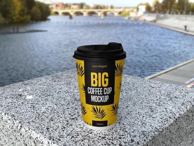 Макет большой кофейной чашки в 3d-рендеринге