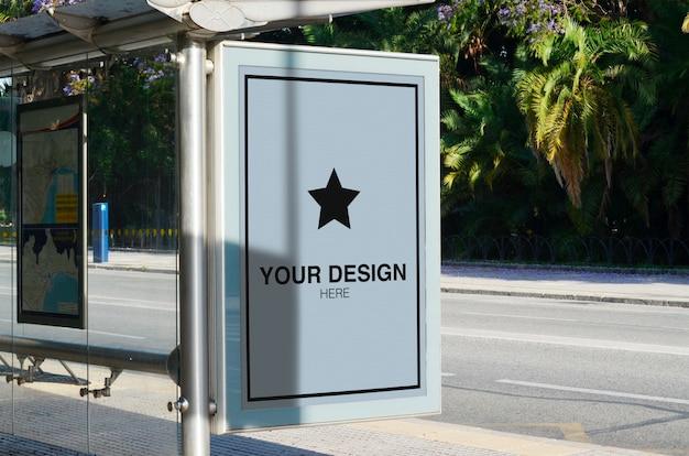 Рекламный макет на городском солнечном свете