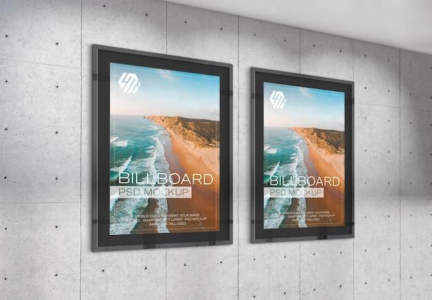 Рекламные щиты, висящие на бетонном стенном макете офиса