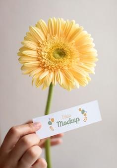 Цветы на день рождения с макетом карты