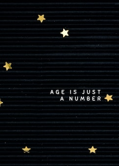 Modello di biglietto di auguri di compleanno psd su sfondo nero