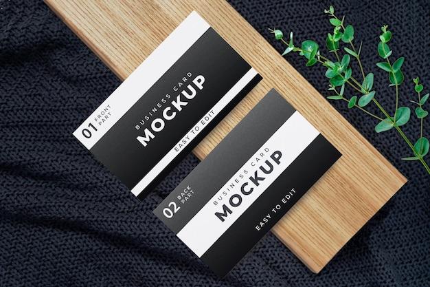 黒と白の名刺モックアップデザイン