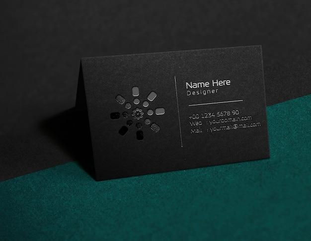 엠보싱 처리 된 블랙 카드 mocup 포일