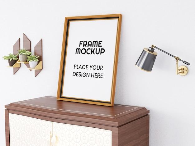 机の上の空白のフォトフレームモックアップ