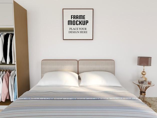 Реалистичный макет пустой фоторамки в спальне