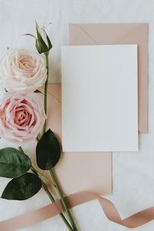 空白の白いカードテンプレートのモックアップ