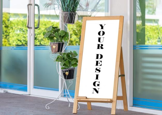 상점 정면에 빈 나무 프레임 야외 스탠드 모형 칠판 메뉴 표시