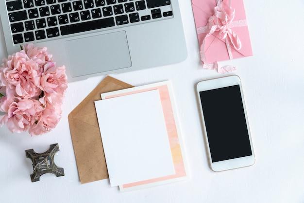 Blogger girl desktop. mockup