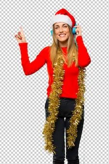 Блондинка женщина, одетая на рождественские праздники