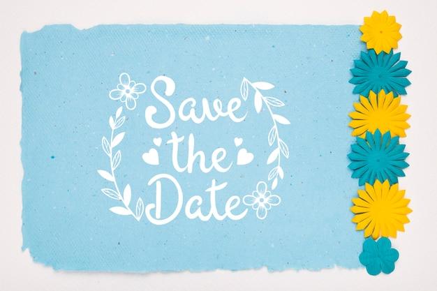 青と黄色の花は、日付のモックアップを保存します