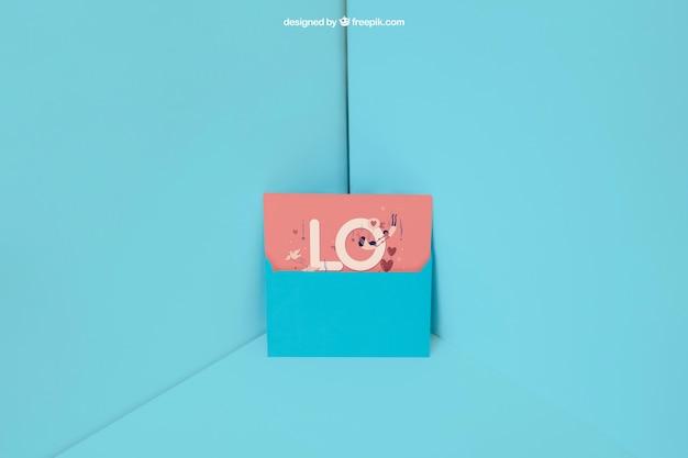 Синий конверт в углу