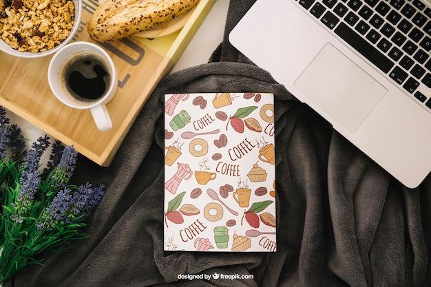 Composizione di copertina di libri con caffè e computer portatile