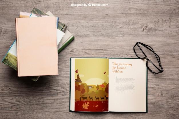Книжный макет с очками для чтения