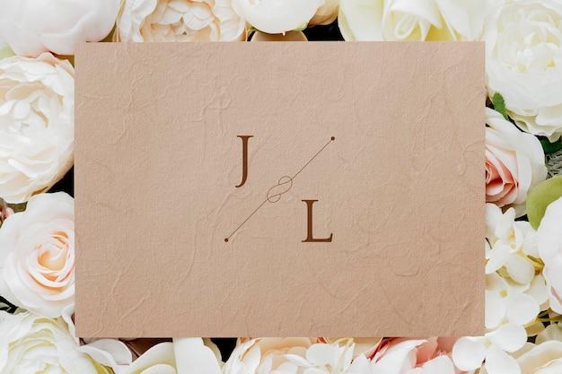 植物の結婚式の招待カードのモックアップ