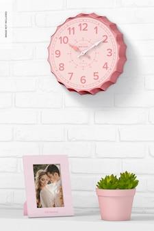 Mockup di orologio da parete con tappo di bottiglia