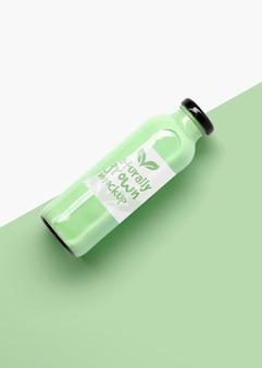 녹색 과일 스무디 모형의 병