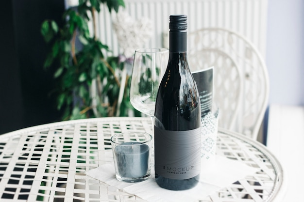Бутылка вина макет на столе