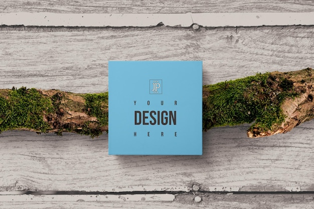 相対的な木製の背景を持つボックス包装モックアップ