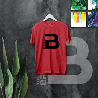 Брендинговый логотип на подвеске максимальной футболки