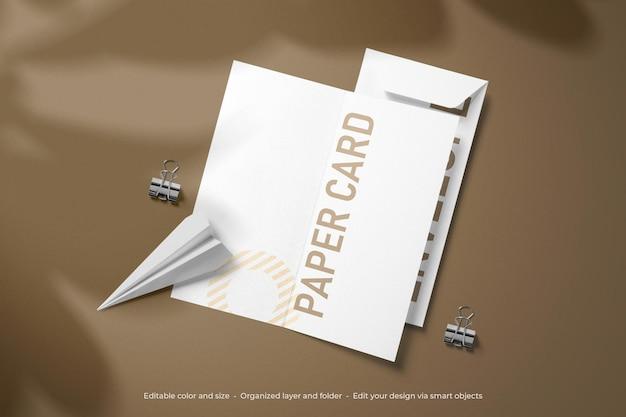 文房具の二つ折りと封筒のモックアップのブランディング